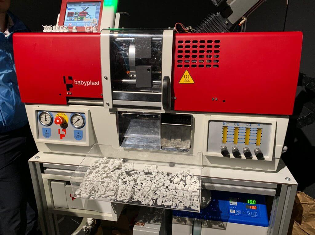 プラモ作る機械