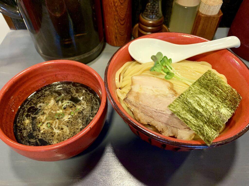 エビとイカ墨つけ麺