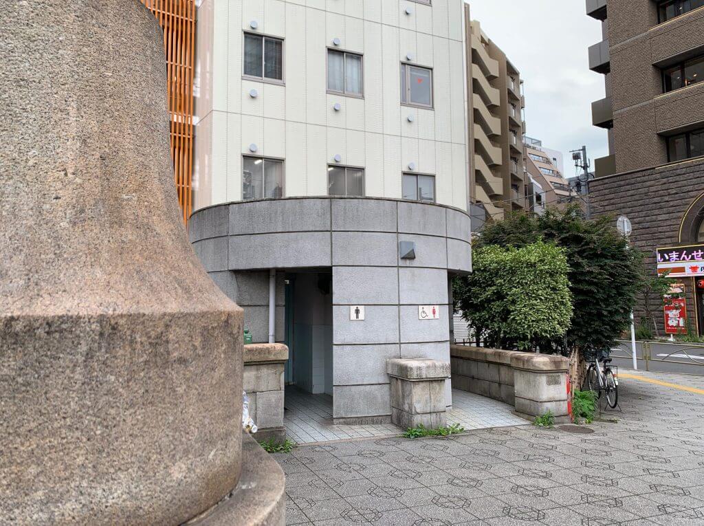 万世橋トイレ